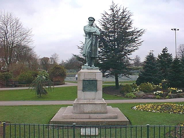 Statue erected to honor Captain Smith